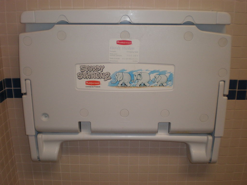 rubbermaid-changing-station